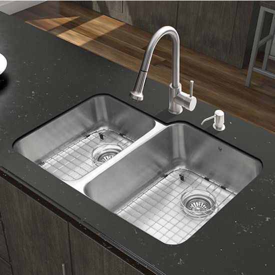 Vigo VIG-VG15315, All in One 32'' Undermount Stainless Steel Kitchen Sink and Faucet Set